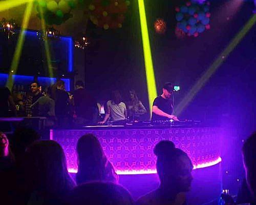 De-Maackers-DJ-Booth9